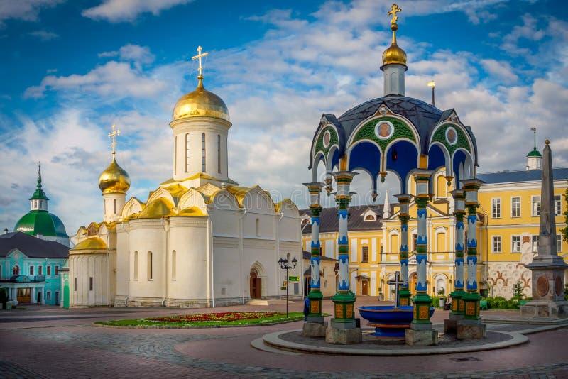 Drievuldigheidskathedraal bij Heilige Drievuldigheid St Sergius Lavra royalty-vrije stock afbeelding