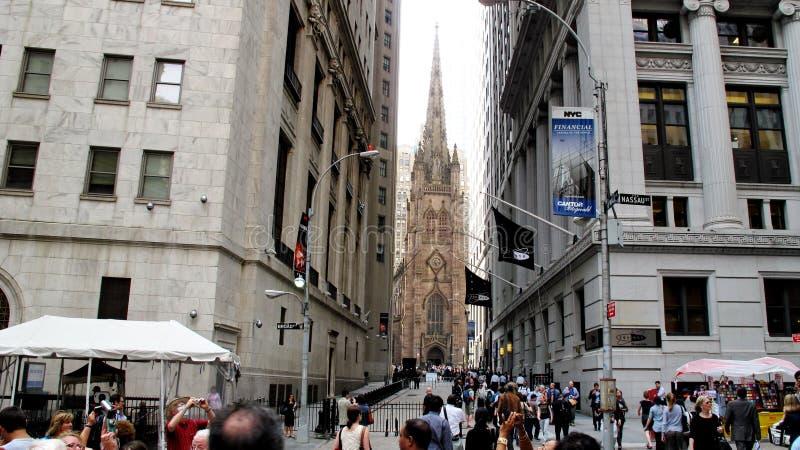 Drievuldigheidskerk als mening van Wall Street stock foto