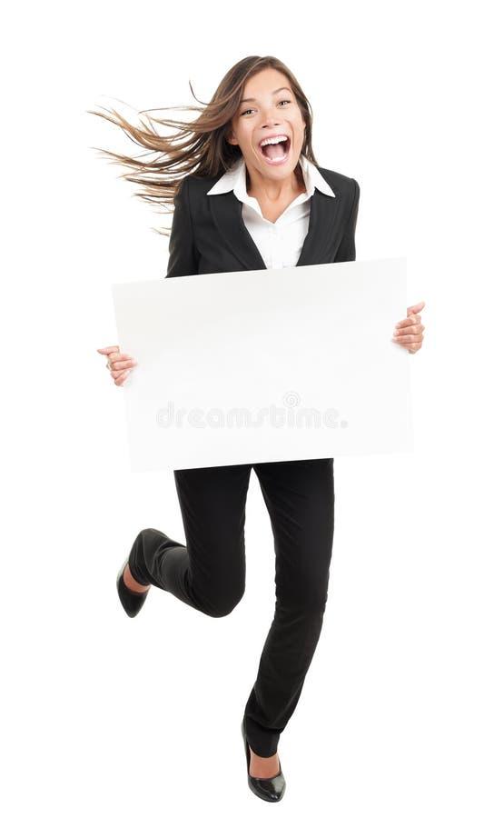 driftig rolig kvinna för holdingteckenwhite royaltyfri foto