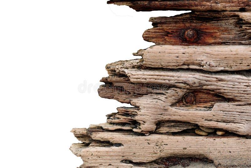 Drijfhout met geroeste die bouten tegen een concrete die steenmuur worden geplaatst, wijnoogst grunge op witte achtergrond wordt  royalty-vrije stock foto's