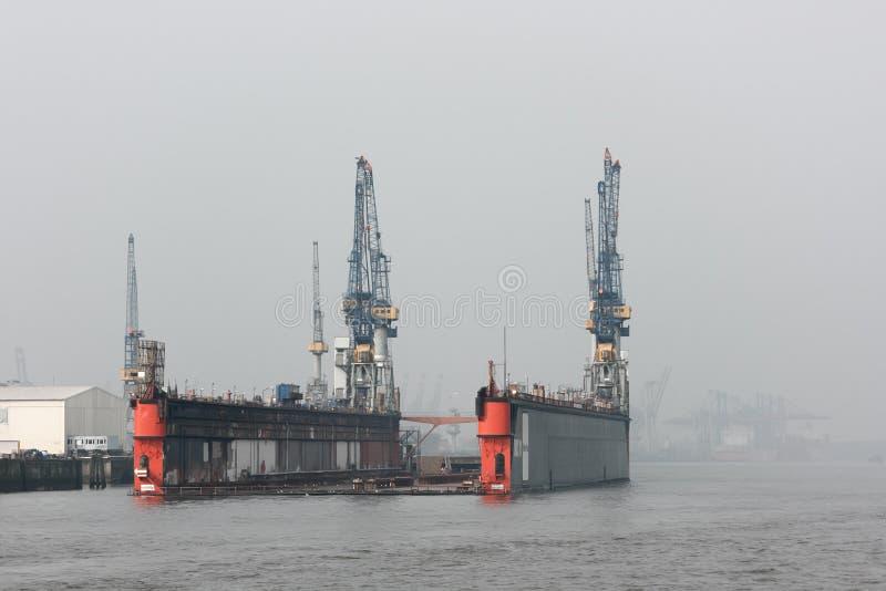 Drijvend dok in de haven van Hamburg royalty-vrije stock foto's