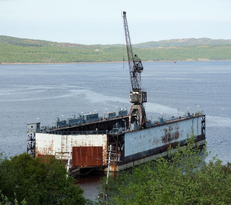 Drijvend dok in Kola Bay stock afbeelding