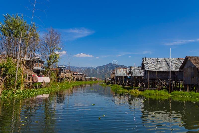 Drijvend Dorp, inle meer in Myanmar (Burmar) stock fotografie