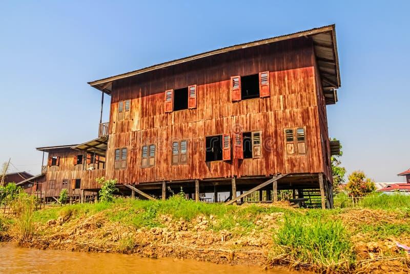 Drijvend huis stock afbeelding