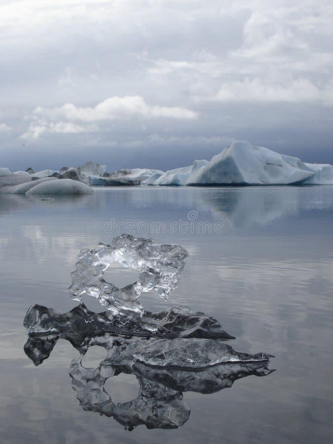 Drijvend ijs op Jökulsárlón royalty-vrije stock afbeelding