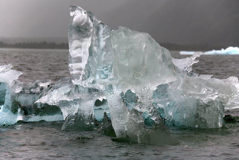 Drijvend overzees ijs dichtbij de Gletsjer van San Rafaël - Chili stock foto