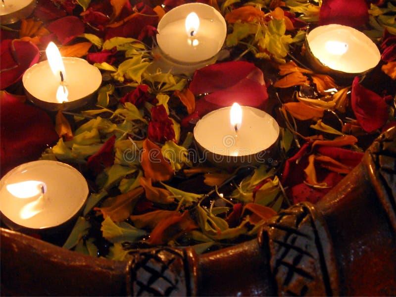 Drijvende kaarsen royalty-vrije stock afbeelding