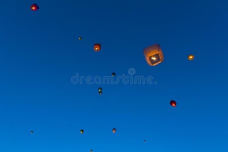 Drijvende lantaarns royalty-vrije stock afbeeldingen