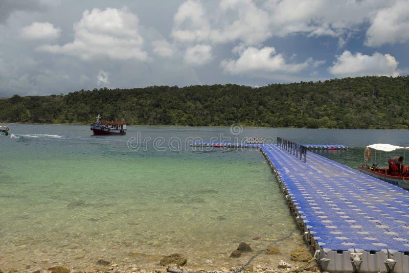Drijvende pier bij het Strand van de het Noordenbaai, Andaman-Eilanden stock afbeeldingen