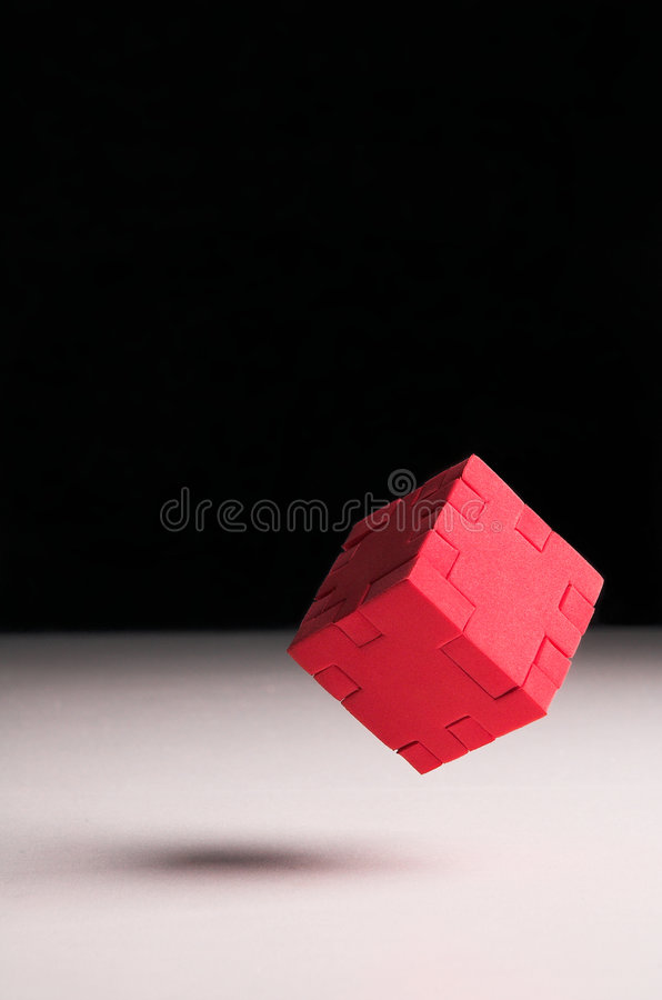 Drijvende rode raadselkubus stock afbeelding