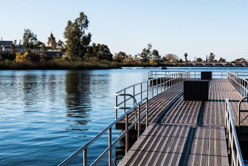 Drijvende Visserijpijler bij Meer Murray in San Diego stock afbeeldingen