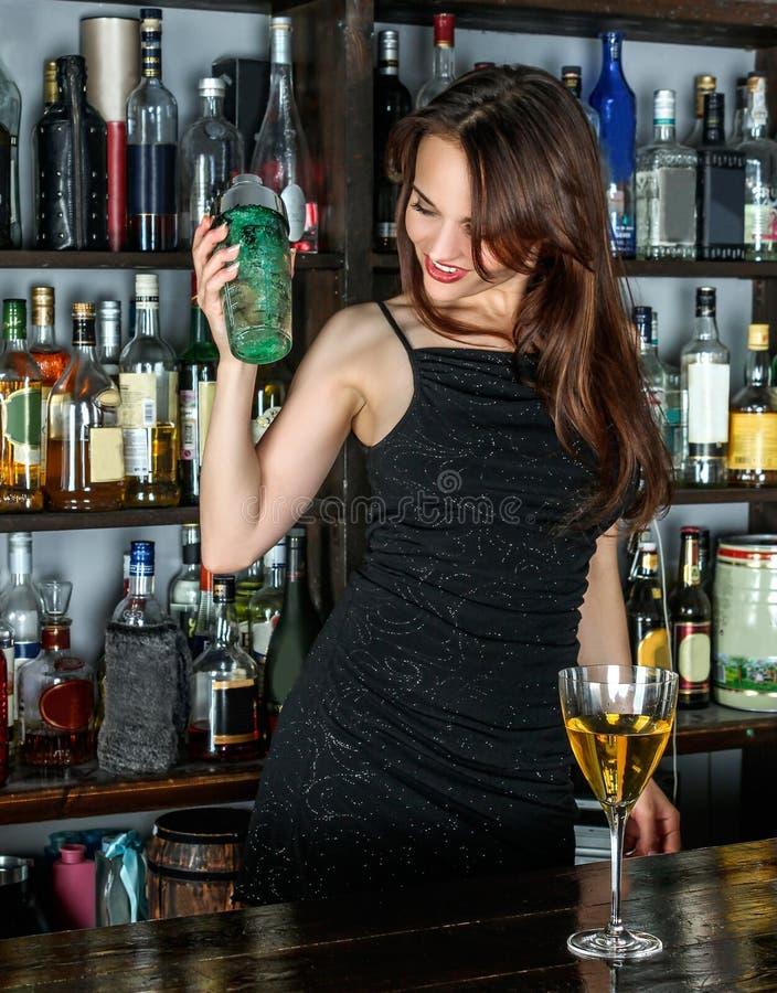 Drink destillerad dryck, likör, stång