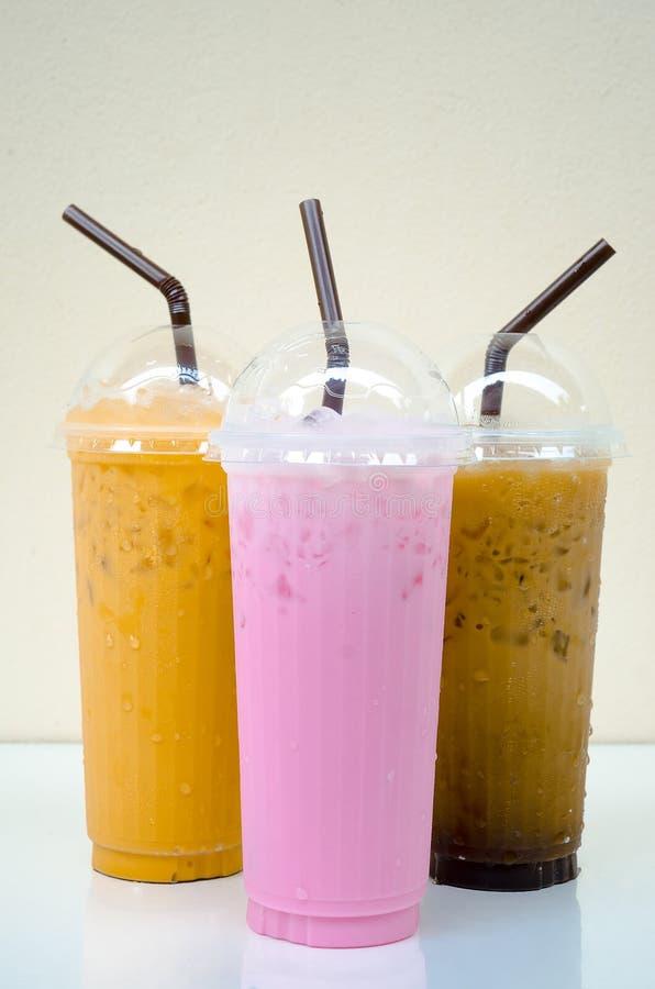 Drink i ett exponeringsglas fotografering för bildbyråer