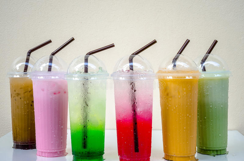 Drink i ett exponeringsglas royaltyfria foton
