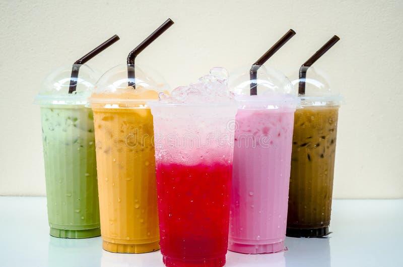 Drink i ett exponeringsglas arkivbild