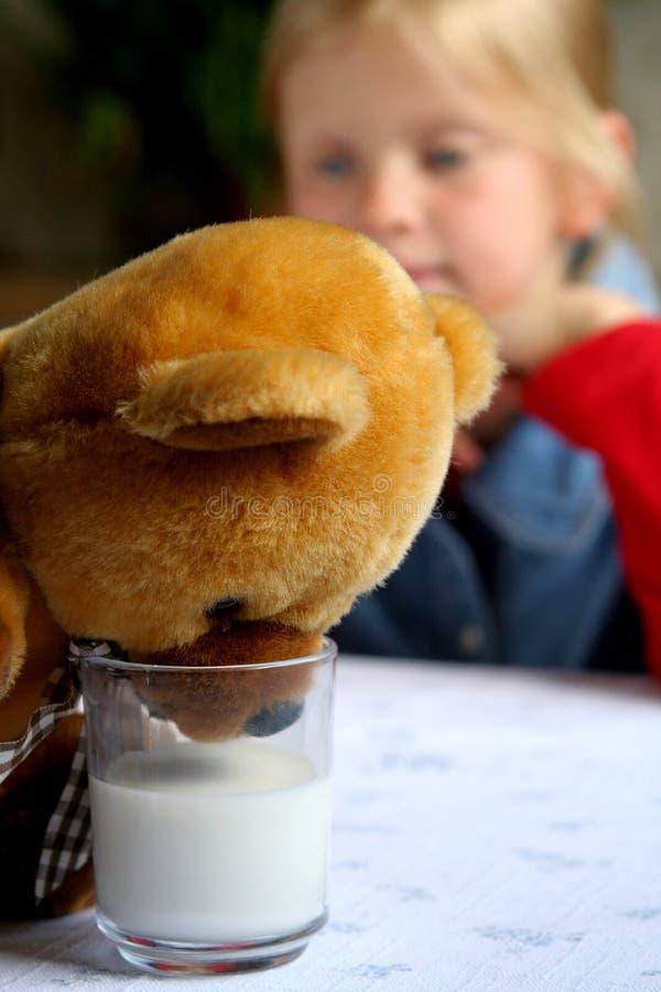 Drink melk! stock afbeelding