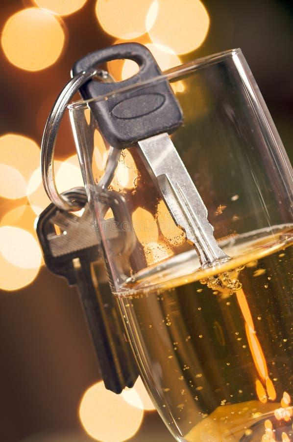 Drink niet en drijf - Sleutels en Champagne royalty-vrije stock afbeelding