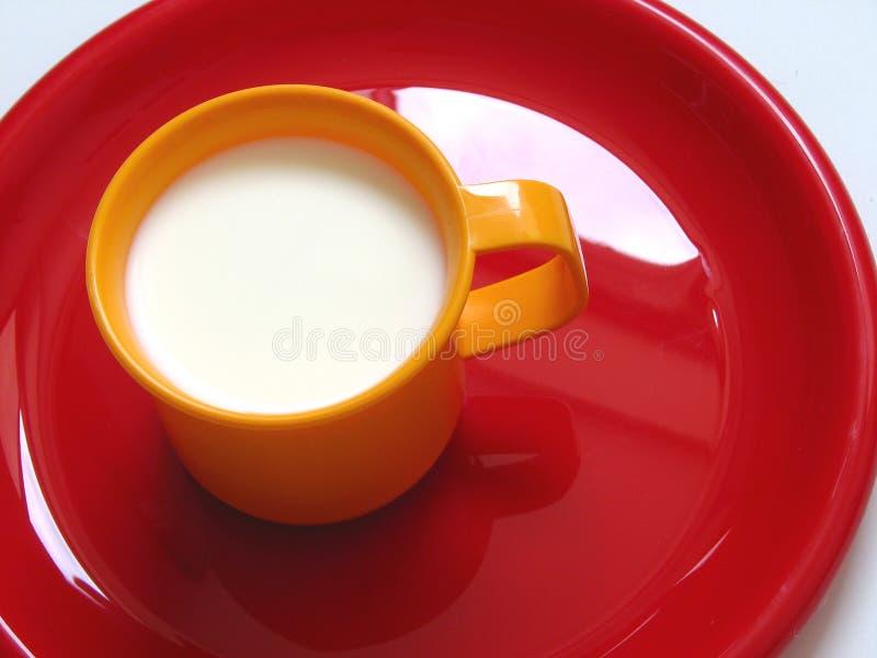 Drink wat melk royalty-vrije stock afbeeldingen