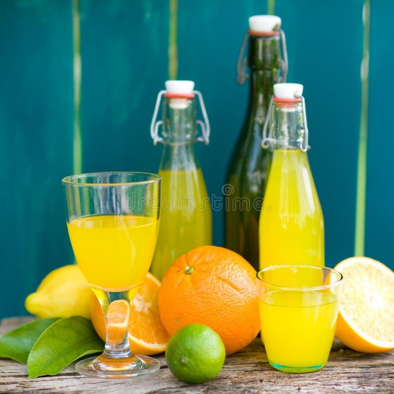 drinken bär fruktt den slappa citronen royaltyfri bild