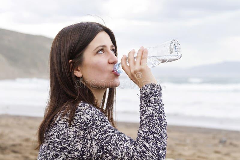 Drinkend zoet water royalty-vrije stock foto