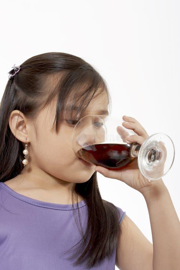 Drinkende soda royalty-vrije stock fotografie