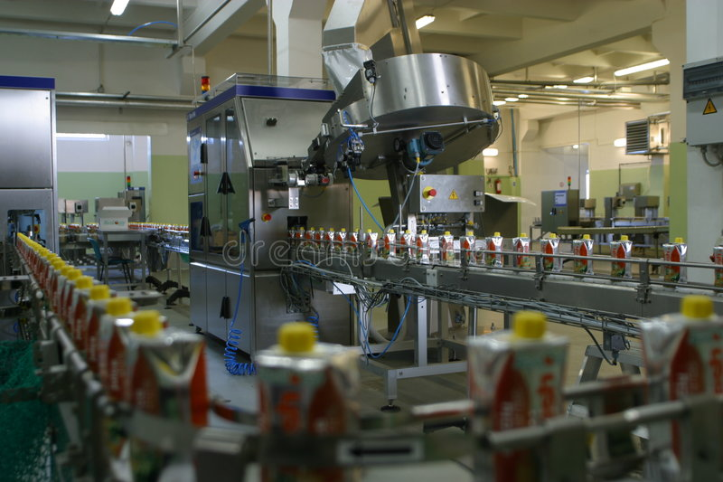 drinkfruktsaftproduktion royaltyfri fotografi