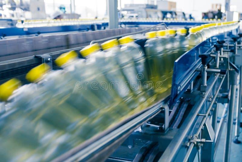 Drinkt productie-installatie in China stock afbeelding