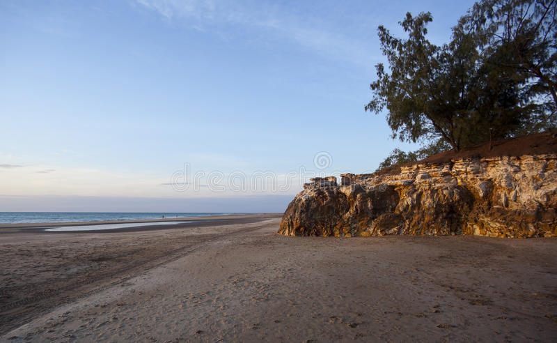 dripstone de darwin de falaises de casuarina de plage photos stock