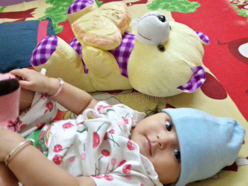Drishti с ее игрушкой стоковое изображение rf