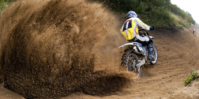 Drive μοτοσικλέτα φυλών μοτοκρός στοκ εικόνες με δικαίωμα ελεύθερης χρήσης