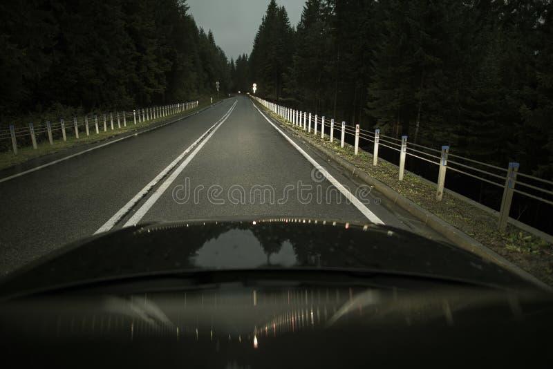Drive νυχτερινών εθνικών οδών στοκ εικόνα