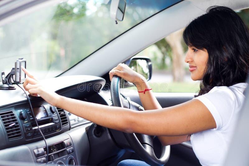 Driver che usando GPS fotografia stock