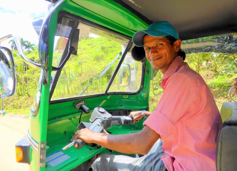 Driver felice del tuk del tuk fotografie stock libere da diritti