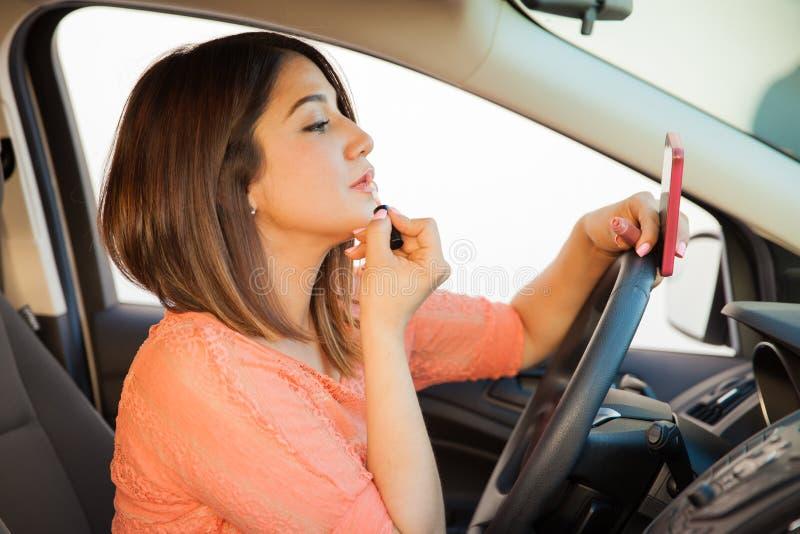 Driver femminile avventato immagine stock