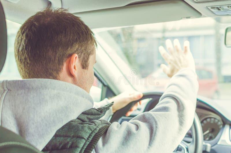 Driver furioso ed avventato Il pericolo che determina concetto immagini stock libere da diritti