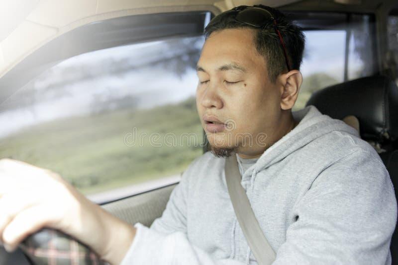Driver maschio stanco sonnolento immagine stock