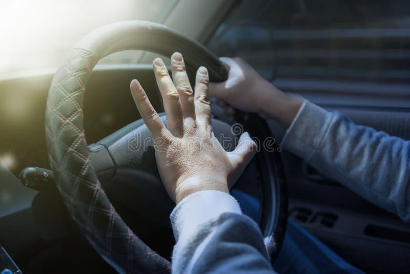 Driver Pressing Car Horn immagini stock libere da diritti