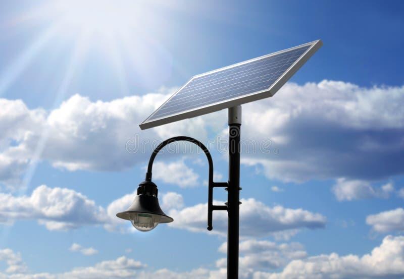 drivet sol- för lampa stolpe fotografering för bildbyråer