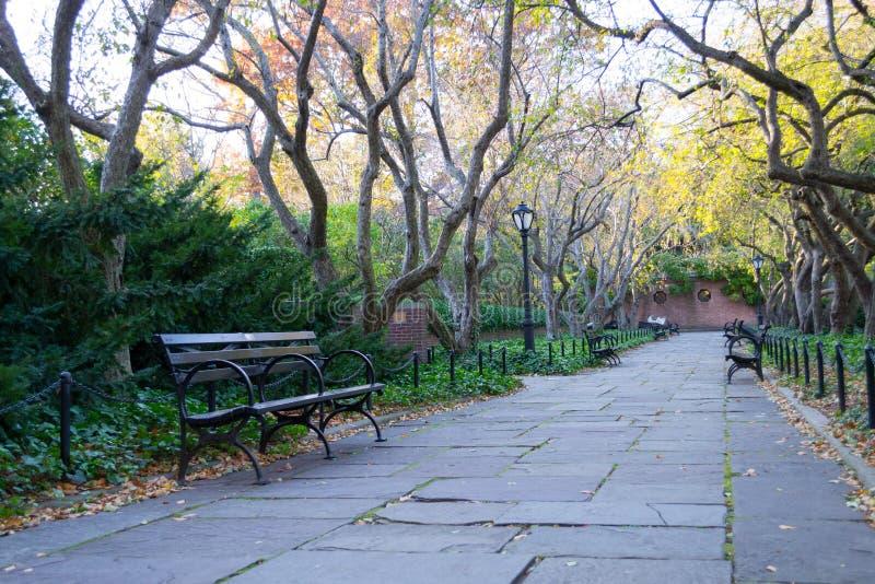 Drivhusträdgården är den enda formella trädgården i Central Park arkivbilder