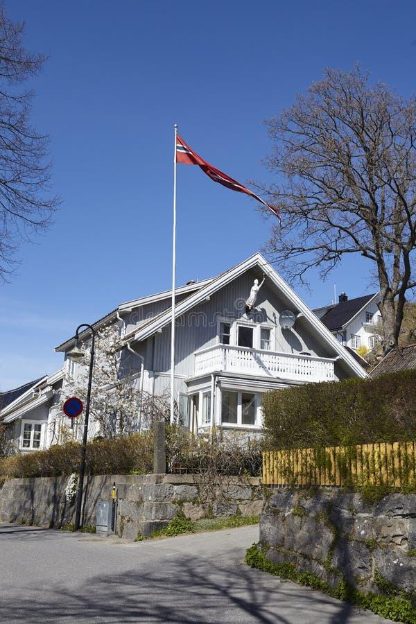 Drobak Akershus, Noruega - bandera y casas fotos de archivo libres de regalías