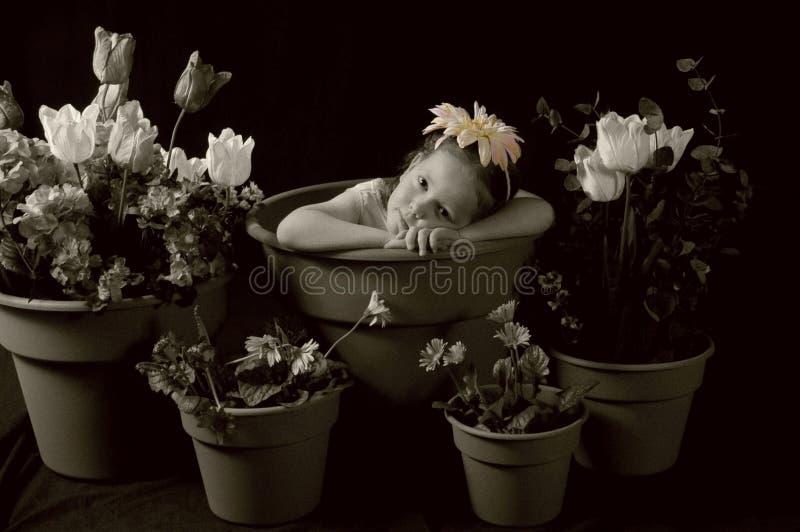 Droevig bloemmeisje royalty-vrije stock fotografie