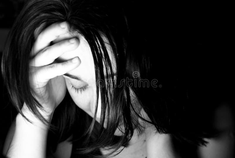 Droevig gedeprimeerd meisje stock foto's
