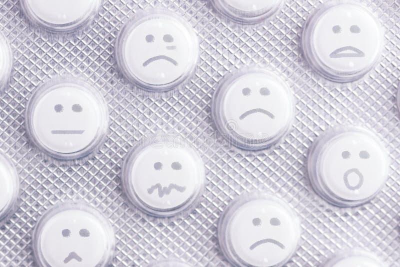 Droevig gezicht van pillen stock fotografie