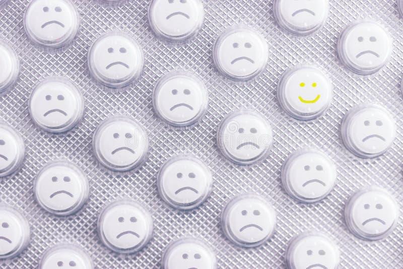 Droevig gezicht van pillen stock afbeelding
