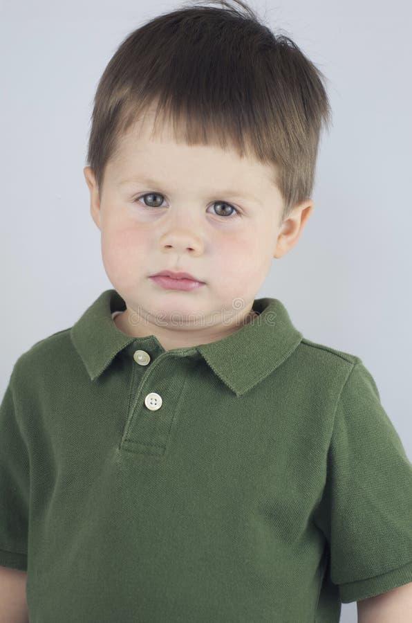 Droevig Onder ogen gezien Little Boy stock fotografie