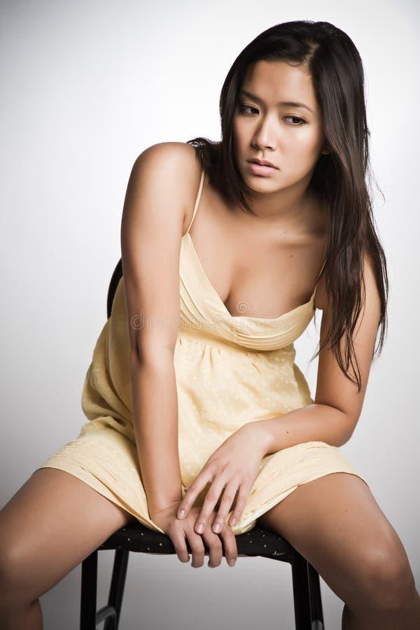 Droevige Aziatische vrouw stock foto