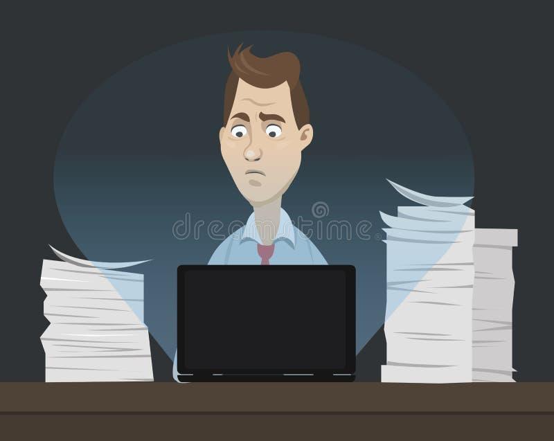 Droevige beambtezitting achter zijn lijst en het werken aan zijn laptop bij nacht met heel wat documenten en documenten rond - co vector illustratie