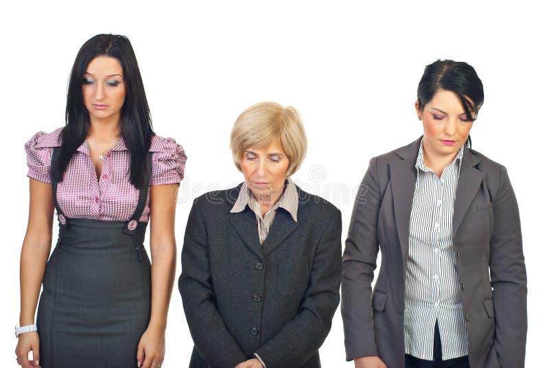Droevige bedrijfsvrouwen in een rij stock afbeelding