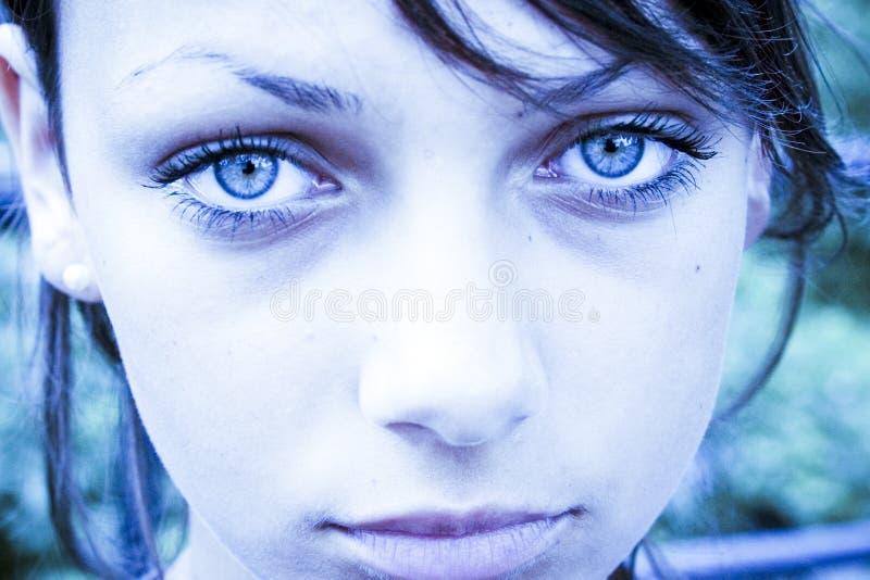 Droevige blauwe ogen royalty-vrije stock afbeeldingen