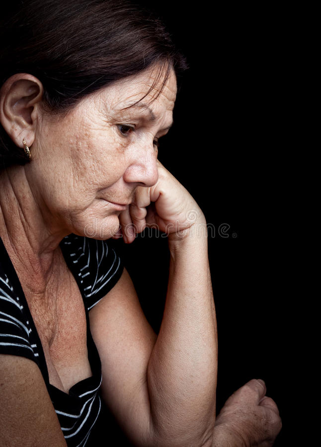 Droevige en ongerust gemaakte oude vrouw stock afbeeldingen